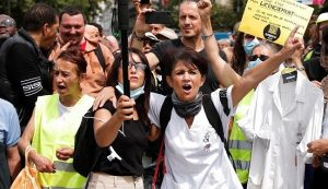 Amid strong demonstrations, the French Parliament approved the law on the health passport